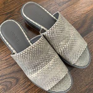 Vince excellent used cond platform sandals (6)